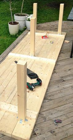 Diy Furniture Farmhouse How To Build – folding Build A Farmhouse Table, Build A Table, Small Space Interior Design, Interior Design Living Room, Backyard Projects, Diy Wood Projects, Woodworking Projects, Diy Esstisch, Mesa Exterior