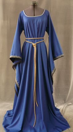 12th century royal blue gown. Hannah would have worn something just like this.