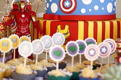 Papelaria valoriza a festa de super-heróis