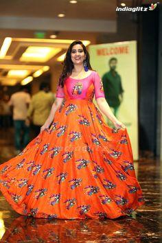 Indian Gowns Dresses, Day Dresses, Summer Dresses, Chubby Fashion, Designer Dresses, Designer Wear, Kurta Designs Women, Dress Indian Style, One Piece Dress