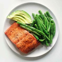 Your College Food Bible Healthy Meal Prep, Healthy Snacks, Healthy Eating, Healthy Recipes, College Meals, Nutrition, Le Diner, Food Goals, Aesthetic Food