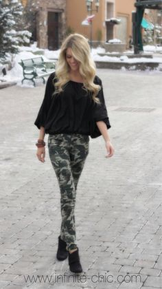 Camo skinnies and black blouse Camo Skinnies, Blouse Outfit, Black Blouse, Look, Sporty, Skinny, Chic, My Style, Outfits