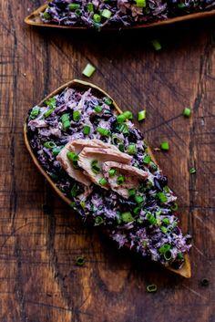 Sałatka z czarnym ryżem i tuńczykiem  / Black rice & tuna salad (served on banana blossom petals)