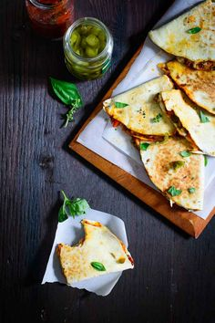 Mushroom and Bell Pepper Pizzadilla. Looking for the best of Pizza and quesadilla both? Then this Mushroom and Bell Pepper Pizzadilla is your. Chickpea Recipes, Veg Recipes, Healthy Recipes, Easy Recipes, Pizzadilla Recipe, Basic Meatloaf Recipe, Vegetarian Nachos, Sandwiches, Good Food