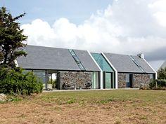 Longère bretonne en pierre et verre