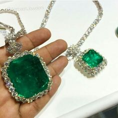 Breathtaking 159 cts Colombian emerald regram from Emerald Jewelry, Diamond Jewelry, Gemstone Jewelry, Emerald Necklace, I Love Jewelry, Fine Jewelry, Jewelry Design, Unique Jewelry, Jewellery