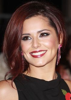 AUBURN HAIR COLOR IS A WARM AND VIBRANT VARIATION OF DARK RED, AND IT IS PERFECT AS A CHEERY AND HOT HAIR COLOR FOR WINTER AND AUTUMN.