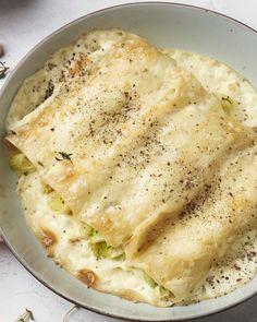 Deze vegetarische cannelloni met prei, hazelnoten en een romige mascarponesaus zijn echt heerlijk comfort food. Om van te genieten op een lekker koude dag.