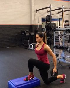 """7,760 Likes, 181 Comments - Alexia Clark (@alexia_clark) on Instagram: """"PLATE PLYO SPECIAL 40 seconds on 20 seconds rest of each! 3 ROUNDS! #alexiaclark #queenofworkouts…"""""""