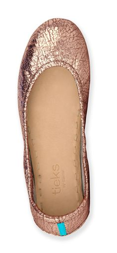 Rose Gold Glam Tieks are the essence of sophistication. Polished and feminine, these stylish flats are inspired by the most coveted hue of the season. A blend of luster and texture make these the perfect choice to lend a touch of glamour to any ensemble. Cute Shoes, Me Too Shoes, Or Rose, Rose Gold, Danielle Victoria, Tieks By Gavrieli, Casual Chique, Zapatos Shoes, Trendy Wedding