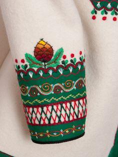POLSKA WIRTUALNA: Haft góralski. Polish Embroidery, Embroidery Works, Embroidery Applique, Embroidery Patterns, Machine Embroidery, Polish Clothing, Folk Fashion, Running Stitch, Handmade Design