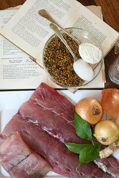 Ek pak die piekelvis-makery aan met vars geelstert en afgebedelde resepte.