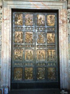 Heilige deur van de St. Pieter in het Vaticaan