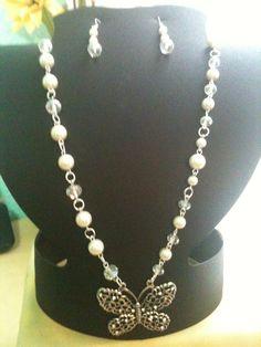 Collar con perlas y cristal checo