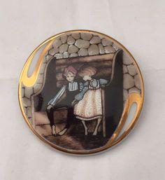 P Buckley Moss 1993 Friendship Porcelain Art  Membership Pin Pendant #5469 #NaivePrimitive