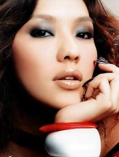 Smokey Asian makeup