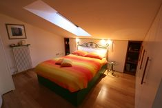 Camera da letto in mansarda House Design, Bed, Interior, Scale, Sweet Home, Decorating Ideas, Furniture, Home Decor, Ideas
