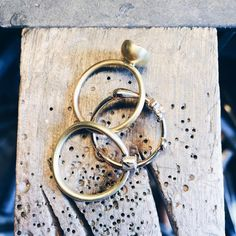 3 ringe i guld - snart klar til Ovnhus! #ovnhus #kunsthåndværkermarked  #ovnhusmarked #kaffeogcognac #doodle #bonus