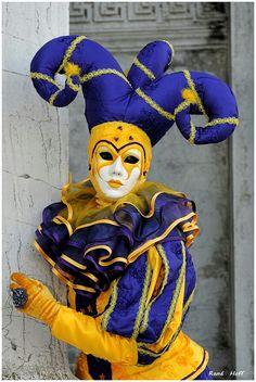 Venice Carnival Costumes, Venetian Carnival Masks, Carnival Of Venice, Masquerade Costumes, Masquerade Ball, Clowns, Jester Costume, Beautiful Dark Art, Beautiful Mask
