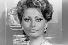 News Photo : Actress Sophia Loren posing for a portrait on. Sophia Loren Makeup, Female Movie Stars, Sophia Loren Images, Old Hollywood Glam, Iconic Photos, Fine Art Photo, Most Beautiful Women, Style Icons, Actors & Actresses