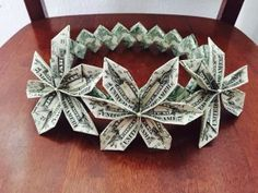 Ideas For Origami Money Crown Grad Gifts Graduation Crafts, Graduation Leis, Preschool Graduation, Grad Gifts, Diy Gifts, Money Origami Heart, Diy Money Lei, Flower Making With Ribbon, Origami Heart Instructions