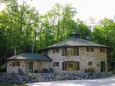 The Beauty of Natural Building in Cord Wood Casas Cordwood, Cordwood Homes, Build A Wall, Natural Building, Types Of Houses, House In The Woods, Log Homes, Curb Appeal, Gazebo