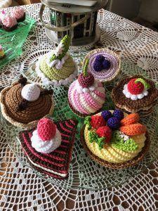 Scrap Crochet, Crochet Cake, Crochet Food, Cute Crochet, Easy Crochet, Crochet Basket Tutorial, Crochet Hedgehog, Crochet Poncho Patterns, Arm Knitting