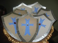 Family Fun Friday: Knight's shield - Shield Craft – uses cereal boxes – could paint if desired before adding decorative shapes. Bible School Crafts, Sunday School Crafts, Bible Crafts, Medieval Party, Viking Party, Knight Shield, Medieval Princess, Knight Party, Dragon Party