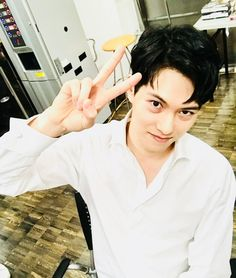 #CNBLUE #イ・ジョンヒョン(from CNBLUE) 先日、シャツが似合う男ジョンヒョンから120%キュートポーズが届きました!「LEE JONG HYUN Solo Concert in Japan -METROPOLIS-」「CNBLUE★mobile」会員先行受付中✨みなさまのご応募をお待ちしております☆(link: http://m.cnblue-official.jp/) m.cnblue-official.jp