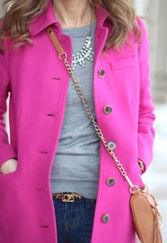 OMG pink coat, casual top and jeans, sparkly necklace, leopard print belt, and beige cross body bag? I love every piece of this outfit! Looks Style, Style Me, Style Blog, Mein Style, Looks Plus Size, Mode Chic, Winter Mode, Winter Stil, Moda Fashion