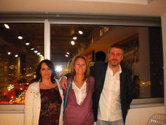 Με την Διευθύντρια Μάρκετινγκ των εκδόσεων Ψυχογιός Κλειώ Ζαχαριάδη, Δημήτρης Στεφανάκης και Τέσυ Μπάιλα