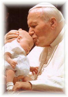 Santo Giovanni Paolo II - e' tornato alla casa del padre il 2/4/2005 vigilia della domenica della Divina Misericordia.