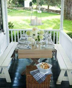 Porche y Patio Casual Dining Small Porches, Decks And Porches, Small Patio, Patio Dining, Outdoor Dining, Outdoor Decor, Dining Area, Outdoor Seating, Dining Room