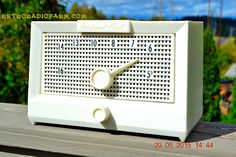 BRITE WHITE Mid Century Retro Jetsons Vintage 1956 Packard Bell 5R1 AM Tube Radio Works!