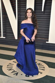 Auli'i Cravalho attends the 2017 Vanity Fair Oscar Party hosted by Graydon Carter at Wallis Annenberg Center for the Performing Arts on February 2017 in Beverly Hills, California. Fabulous Dresses, Beautiful Dresses, Red Carpet Dresses, Blue Dresses, Sheer Dress, Strapless Dress Formal, Green Evening Gowns, Oscar Fashion, Oscar Dresses