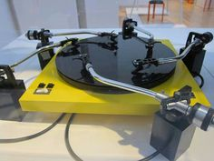 Whoa! This is a crazy turntable! #recordplayer #turntable http://www.pinterest.com/TheHitman14/the-record-player-%2B/