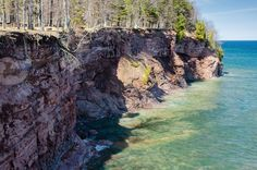 The pristine water of Lake Superior and the beautiful sandstone cliffs at the Presque Isle park on a sunny spring day. Presque Isle Michigan, Lake Superior, Spring Day, Water Sports, Oceans, Nature Photos, Rivers, Lakes, Beaches