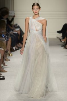 marchesa - very halle elie saab...more ethereal.  We'll see this on one of the carpets, for sure...