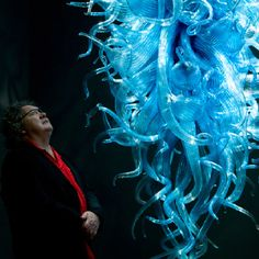 Dale Chihuly at his exhibit at the De Young, San Francisco 2008