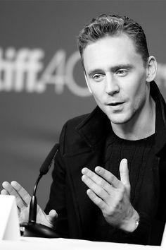 Tom Hiddleston attends the 'High-Rise' press conference at the 2015 Toronto International Film Festival at TIFF Bell Lightbox on September 14, 2015 in Toronto. Full size image: http://ww4.sinaimg.cn/large/6e14d388gw1eya7inx8ylj21kw1kwkjl.jpg Source: Torrilla, Weibo