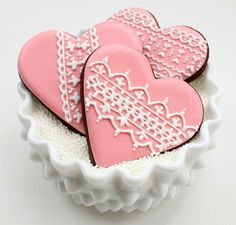Simply incredible lace cookies by Sweet Sugar Belle! Valentine Heart cookies, decorated with royal flow flood icing. Cupcakes, Cookies Cupcake, Lace Cookies, Galletas Cookies, Heart Cookies, Royal Icing Cookies, Sugar Cookies, Cookies Et Biscuits, Pink Cookies