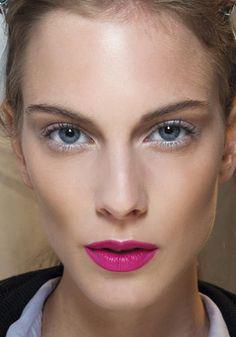 Copia il look: occhi glitter e labbra fucsia / beauty / Home page - Cosmopolitan