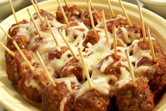 Ooey, gooey melted cheese-smothered meatballs for appetizers. What could be better? These Italian meatballs are sure to become the party& favourite appetizers after the first bite! Samosas, Empanadas, Quick And Easy Appetizers, Easy Appetizer Recipes, Yummy Appetizers, Appetizer Ideas, Kraft Recipes, Oven Baked Fries, Finger Food