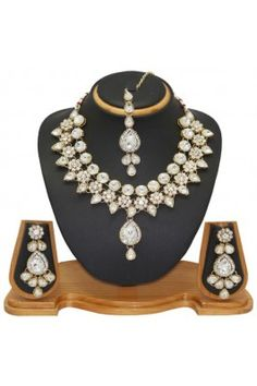 Look like a traditional doll in your wedding function wearing this striking designer necklace jewellery set #womensfashion #jewelleryset #weddingjewellery #necklace #designerjewellery