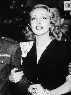 Marlene Dietrich at the Hollywood Canteen, 1943 Old Hollywood Stars, Old Hollywood Movies, Hollywood Icons, Old Hollywood Glamour, Golden Age Of Hollywood, Vintage Hollywood, Hollywood Actresses, Classic Hollywood, Marlene Dietrich