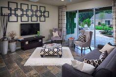 sala neutra com sofá e poltronas cinzas