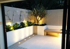This modern garden design extends the home from the modern kitchen for joined-up indoor/outdoor living in the home in Fulham, West London. Modern Courtyard, Small Courtyard Gardens, Small Backyard Gardens, Small Garden Kitchen, Backyard Ideas For Small Yards, Small Backyard Design, Backyard Patio Designs, West London, Modern Landscaping