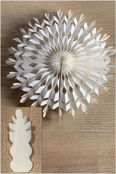 Christmas Projects, Decor Crafts, Holiday Crafts, Diy And Crafts, Paper Christmas Decorations, Christmas Paper, Halloween Decorations, Diagrammes Origami, Paper Bag Crafts