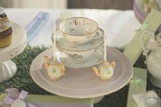 Particolari di una Sweet table con tema Alice.#aliceinwonderland #cakepop #teaparty #annapaolanapoli #apnapolieventi #eventplanner