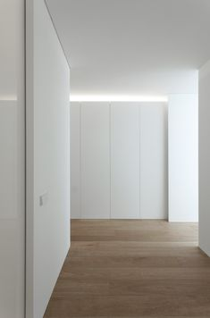 FLAT in Valencia by Fran Silvestre Arquitectos Minimalist Interior, Minimalist Home, Built In Furniture, Home Furniture, Interior Architecture, Interior Design, Interior Minimalista, Apartment Interior, Home And Living